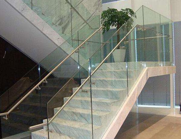 隆昌楼梯扶手钢化玻璃